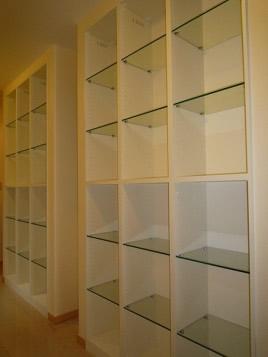 お気に入りのコレクションを飾れる廊下ギャラリーのある家