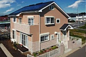 明るい外壁と白いサッシの軽快なデザインのオール電化住宅