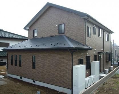 外階段のある分離型二世帯住宅