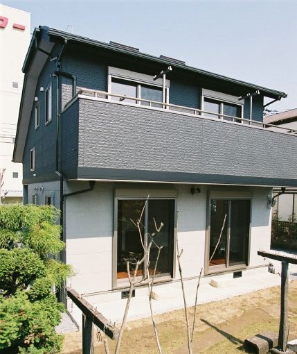 外壁の2トーンのデザイン配色にこだわった家