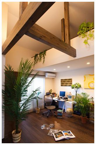 小上がりの和室コーナーと書斎ロフトのある家