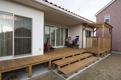 洋瓦屋根の平屋の住まい
