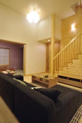 中間層に収納を設けた家族収納の家