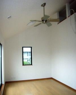 化粧梁と大きなロフトのある家